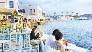 Yunanistan 25 ülkeden turist kabul etmeye başlayacağını duyurdu