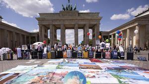 Berlin'de turizmciler sokaklara indi