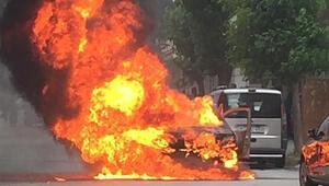 Seyir halindeki araçta feci yangın