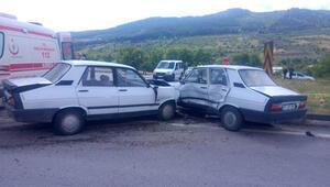 Balıkesirde iki otomobil çarpıştı: 1 ölü, 2 yaralı