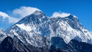 Dünyanın en yüksek zirvesi Everest Dağı ne kadar yüksek