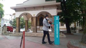 Kocaeli'de cuma namazı öncesi 150'şer bin maske ve seccade dağıtımı