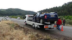 Refüje çarpan araçtaki 2 kişi yaralandı