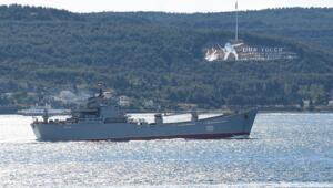 Rus savaş gemisi Saratovun, Çanakkale Boğazından geçişi görüntülendi