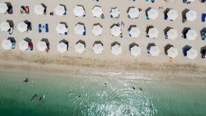 Yunanistanda normalleşme sürecinde plajlar açıldı