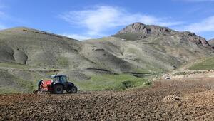 Van Büyükşehir Belediyesinden çiftçilere makine desteği