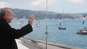 Son dakika... Boğazda fetih coşkusu... Tekneler bayraklarla geçiş yaptı