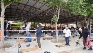 Sarıgölde cuma namazı kapalı Tuhafiye Pazaryerinde kılındı