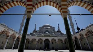 İzmirde cami hoparlörlerinden müzik yayınına ilişkin paylaşımlar yapan Banu Ö, tahliye edildi