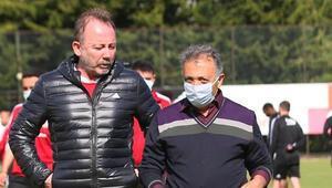 Beşiktaşta başkan Ahmet Nur Çebi, futbol takımıyla bir araya geldi