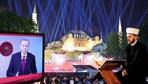 Ayasofyada Fetih Suresi okundu Cumhurbaşkanı Erdoğandan önemli mesajlar