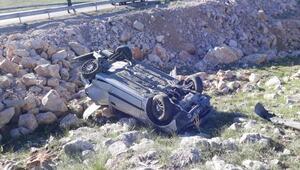 Sivasta otomobil şarampole devrildi: 4 yaralı