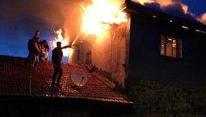 Ankarada 3 katlı ahşap ev yandı