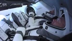 SpaceXin ilk insanlı uzay mekiği denemesi başarıyla gerçekleşti