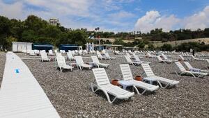 Konyaaltı Sahili, tatilcileri bekliyor