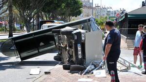Otomobilin daldığı durak yıkıldı; sürücü ağır yaralı
