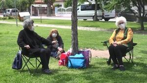 Eskişehir'de 65 yaş ve üzeri parkları doldurdu