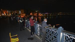 İstanbulda normalleşme takvimiyle birlikte balık tutmaya koştular