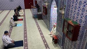 Hollanda'da bazı camiler yeniden ibadete açıldı