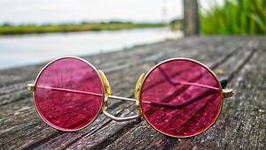 Güneş gözlüğü alırken hangi cam rengi tercih edilmeli