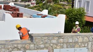 Yılmaz Özdilin villasındaki kaçak eklentilerin yıkımı sürüyor