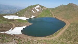 Bingöllü dağcılardan, Gerindal Krater Gölüne keşif yürüyüşü
