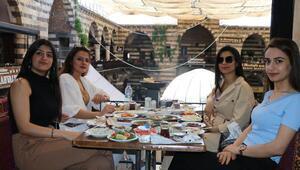Diyarbakırda normalleşme süreci, ciğer kebabı ve kahvaltıyla başladı