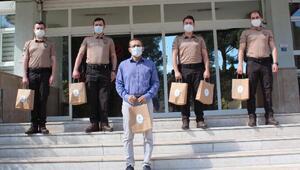 Alaşehirde ihtiyaç sahibi 100 aileye 2şer litre süt dağıtıldı