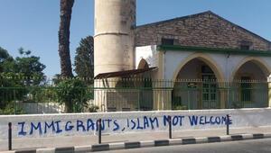 Güney Kıbrıs'ta bulunan Köprülü Camisi'ne çirkin saldırı