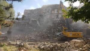 Nevşehirde 59 yıllık otel yıkıldı