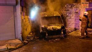 İzmirde park halindeki minibüsün kundaklandığı iddiası