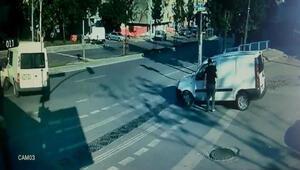 Sultangazide sokağa çıkma kısıtlamasında meydana gelen kaza kamerada