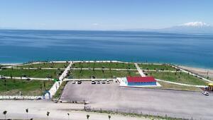 Van Gölündeki mavi bayraklı halk plajı, yeni sezon için hazır