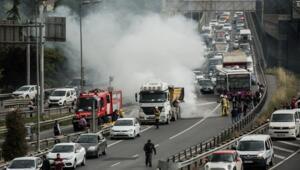 Son dakika haberler: Haliç Köprüsünde korkutan yangın Yoğun trafik oluştu
