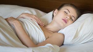 Cinsel İçerikli Rüya Görenlere: Sebebi Uyku Pozisyonunuz Olabilir
