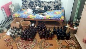 İzmirde sahte içki üretimi yapılan eve baskın: 2 gözaltı