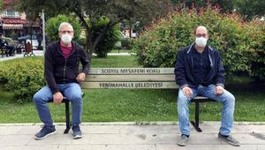 Koronavirüse karşı sosyal mesafeli bank