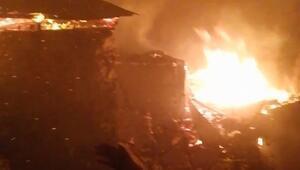 Yusufeli'de 7 ahşap ev yandı