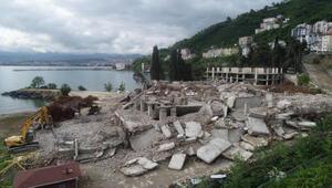 Ordu'da 17 katlı binaların yıkımı tamamlandı, moloz yığını kaldırılıyor