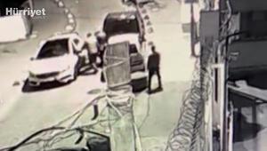 Beyoğlunda iki çete arasında sokak ortasında yaşanan silahlı çatışma kamerada