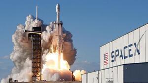 SpaceX, 60 uyduyu daha uzaya yolladı