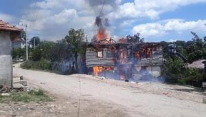 Ormana çalışmaya giden ailenin evi yandı