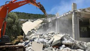 Muğlada Molla İbrahim Koyundaki kaçak yapı yıkıldı