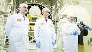 Milli uydu İMECE'ye üç bakanlı montaj