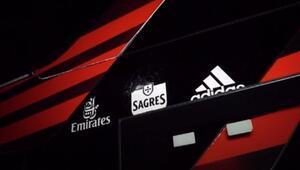 Benfica takım otobüsüne taşlı saldırı Weigl ve Zivkovic yaralandı...