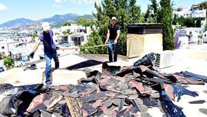 Can Dündarın villasındaki kaçak bölümlerin yıkımı sürüyor