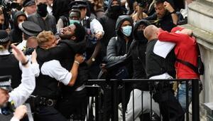 Protestolar İngiltereye taşındı, ünlü futbolcu eyleme katıldı