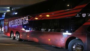 Benfica otobüsüne taşlı saldırı İki futbolcu yaralandı