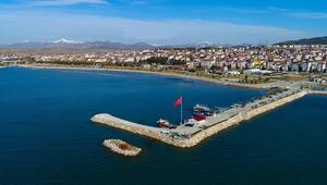 Beyşehir Gölünde temizleme çalışmaları Dünya Çevre Gününde başladı