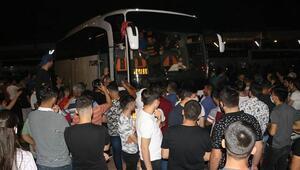 Adanada asker uğurlamada tepki çeken görüntüler